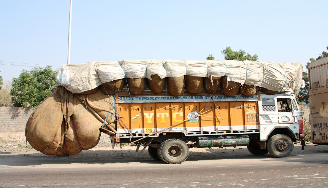 Truck_in_India overloaded